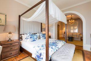 manor-house-bedroom
