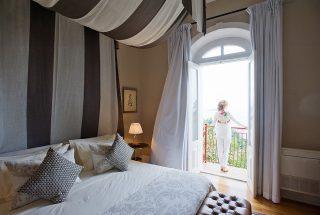 manor house luxury suite balcony view
